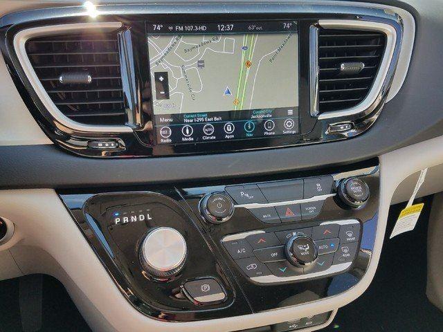 Chrysler Pacifica Hybrid Touring Plus Jacksonville FL - Dl chrysler center